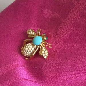 Stella and dot bee brooch
